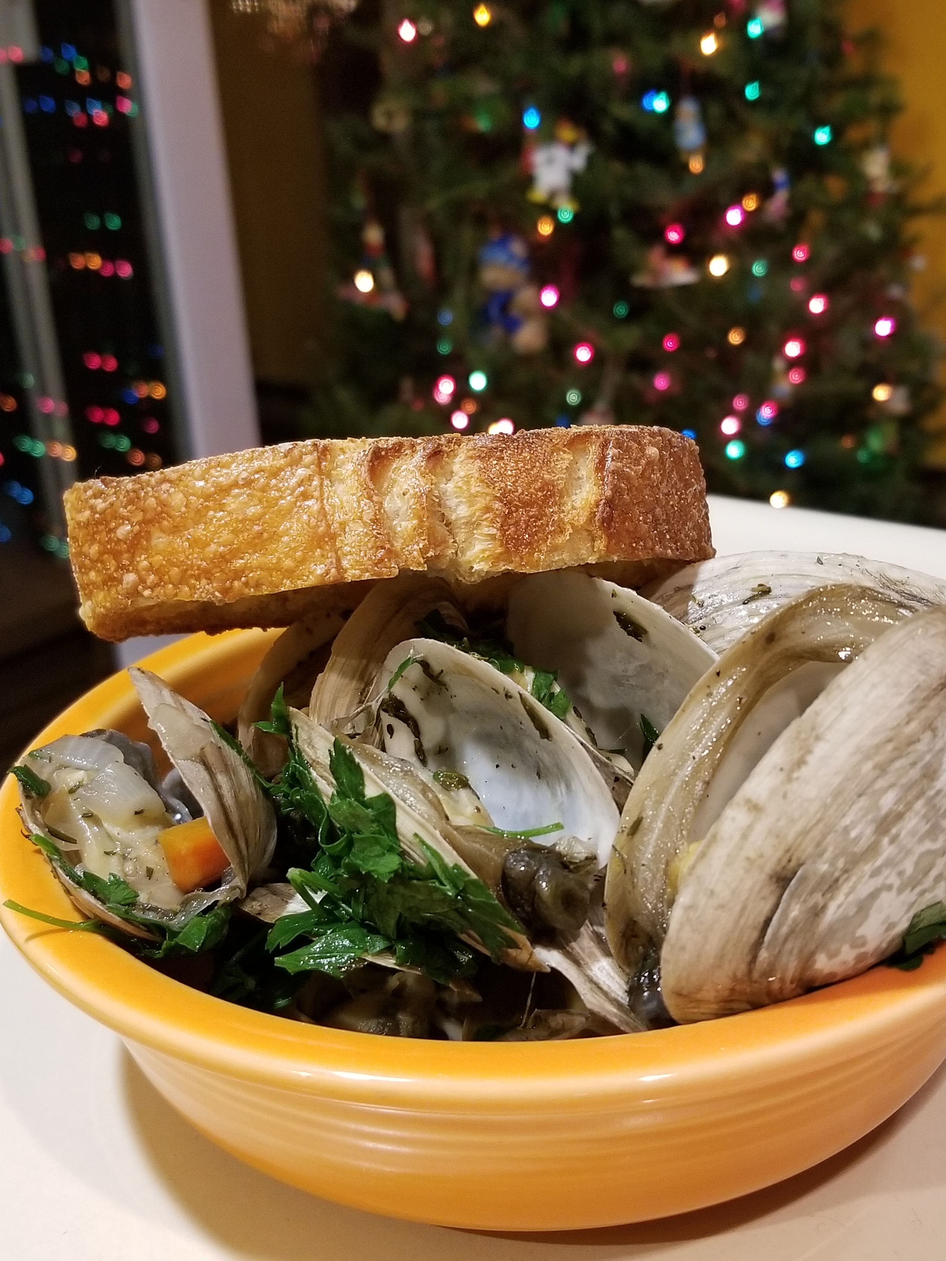 steamed clams and bread